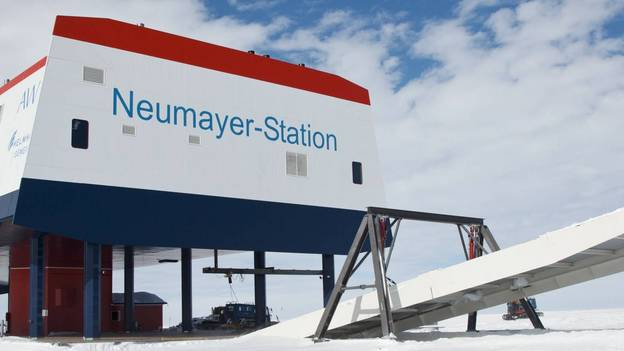 Aussenaufnahmen der Neumayer-Station III Station Exterior Shots of the Neumyer-Station III