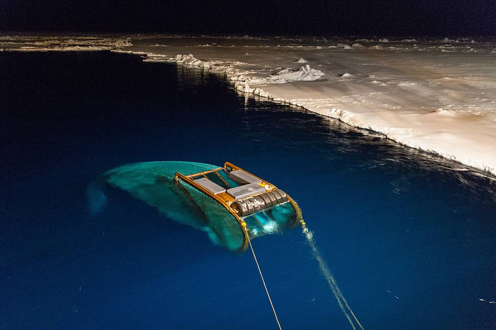Night-time deployment of the SUIT net, which can dive under the sea ice to catch organisms living underneath the sea ice.
