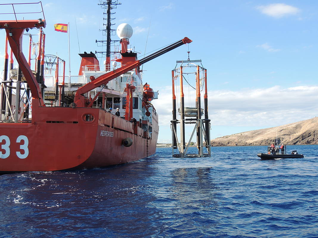 Field experiment off the Canary Islands