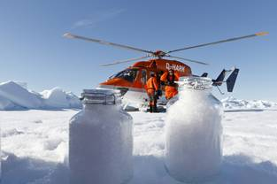Scientists from the Alfred Wegener Institute use the board helicopter from the icebreaking research vessel Polarstern to collect snow samples. Even in the Arctic the snow is polluted with microplastics.