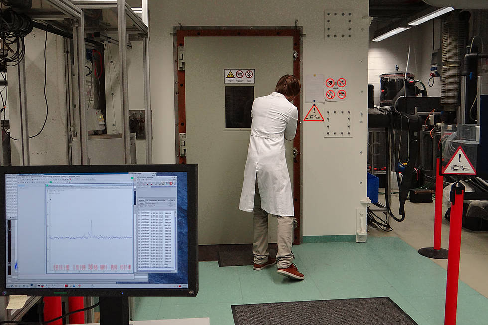 Closing the NMR camber