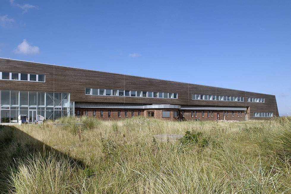 AWI Sylt: The new building, seen from the dike.