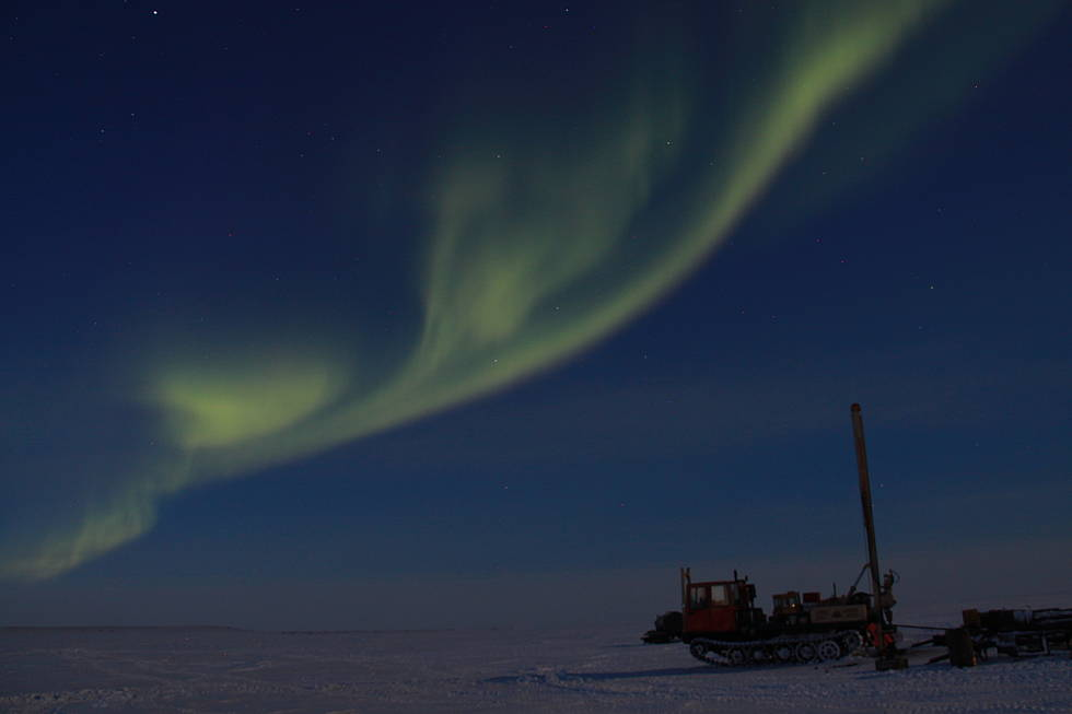 Polar lights and drilling rig at the Omulyakh Kyel' Lagoon, Bykovsky Peninsula