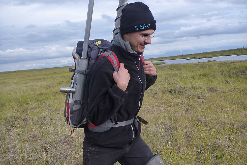 Ingmar on his way to the next permafrost coring location carriyng gear for the SIPRE corer
