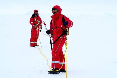 Magna probe survey on Antarctic sea ice
