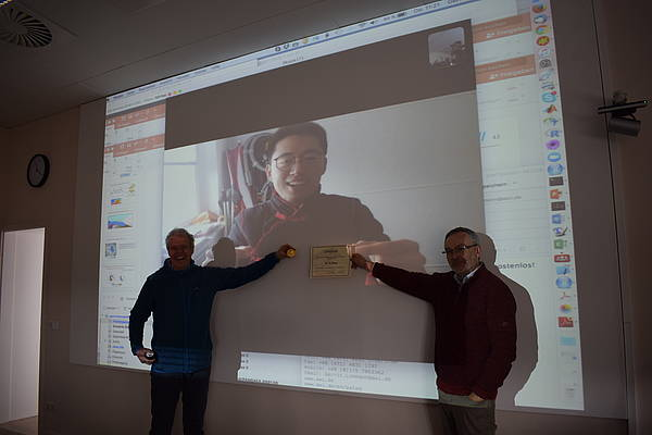 Xu Zhang was awarded remotely with the Heinrich I Award for fundamental work.