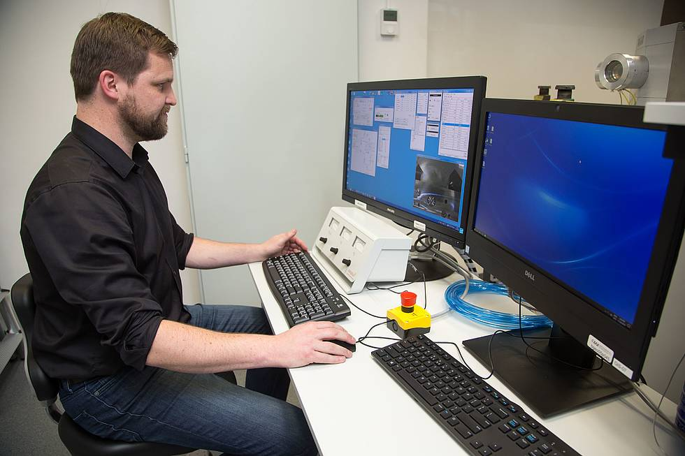 Torben Gentz is operating the new C14 mass spectrometer