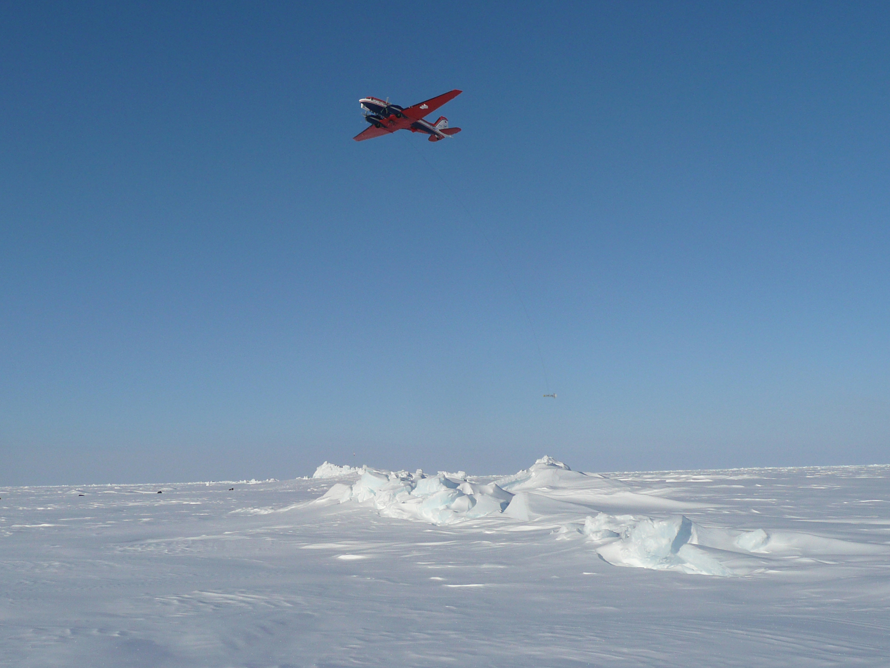 Low altitude flight of Polar 5 with dragged EM Bird to determine the sea ice thickness during PAMARCMIP 2011